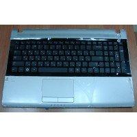 Клавиатура (топ-панель) для ноутбука Samsung RV511, RV515, RV520 (RU) черная, с серебрянной панелью [10004]